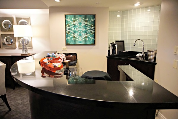 Center Tower Executive Suite - Bar