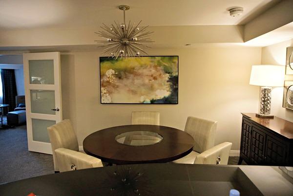 Center Tower Executive Suite - Dining Area