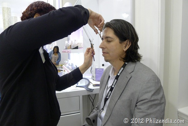 Matt Garcia getting his eyebrows done