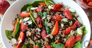 spinach quinoa strawberry salad