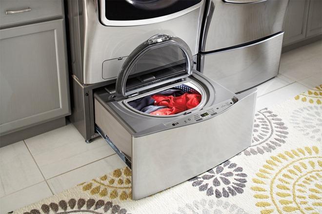 LG Front Loading washing machine with Sidekick