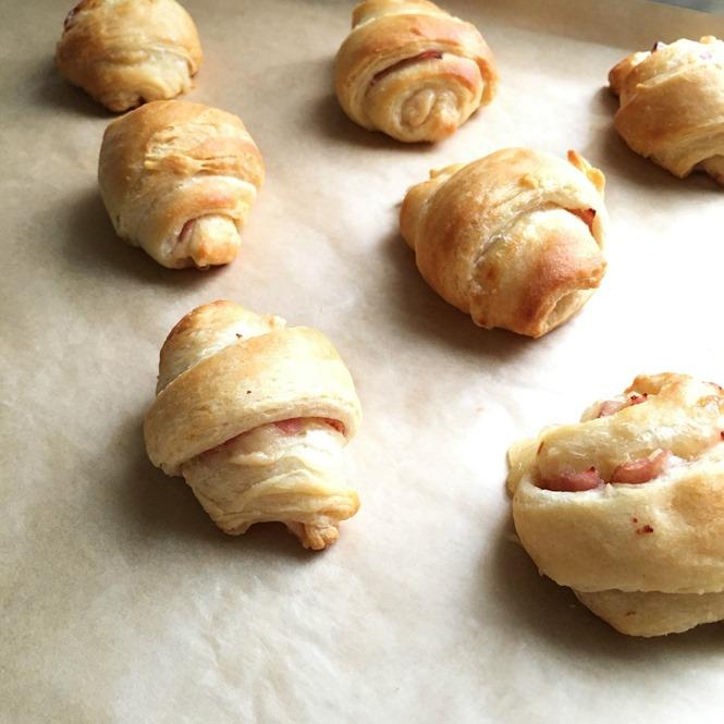 mini ham and cheese roll ups