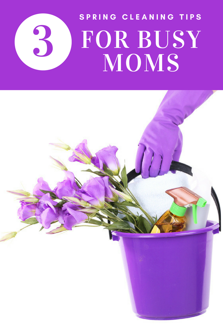 Spring Cleaning Tips For Busy Moms -When it comes to juggling family life, there is a balance that can blend having a tidy clutter-free home while still being present with your family. Following a few spring cleaning tips can help you find that balance.