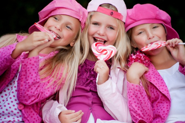 3 girls eating lollipops - © DNF-Style - Fotolia.com